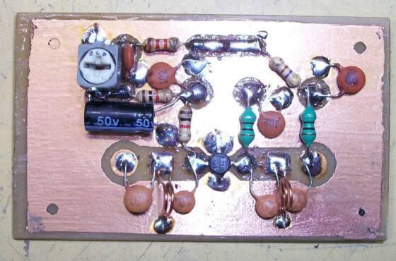 Circuito amplificador de antenas uhf tv digital 10 a 15 db nas frequências de 400 a 850mhz