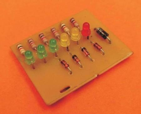 VUcomleds 450x366 LEDs sincronizados com áudio (com vídeo de demonstração)(atualizado 23/01) led Iluminação Dicas Desenho de esquemas Desenho circuito impresso Circuitos Áudio Amplificadores amplificador de audio