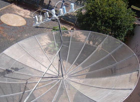 istema chamado de caronas onde pode utilizar vários lnbs numa só antena parabólica. Por ex: C2 + C3 + B4