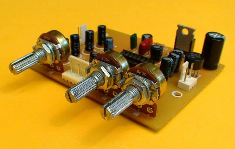 ta14 Pré amplificador estéreo com controle de volume, ajuste de balanço e tons (grave e agudo) (COMPLETO COM SUGESTÃO PCB)(Atualizado 01/05) Pré amplificadores placa de circuito impresso Circuitos Áudio Amplificadores amplificador de audio