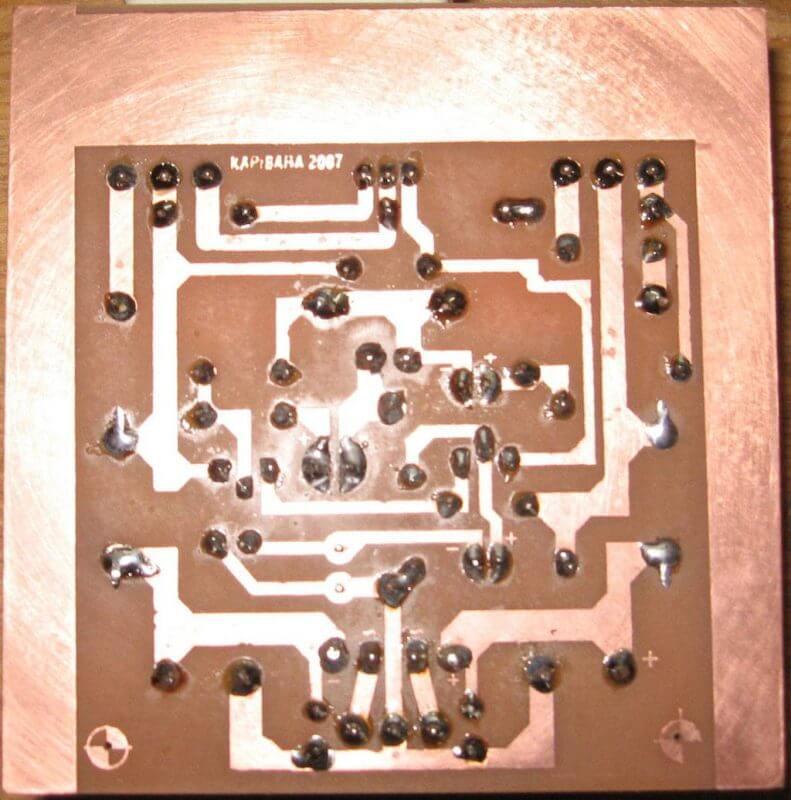 Amplificador 100W Simples Potência Com Transistor Tip142 E Tip147 Placa Montada Vista Inferior