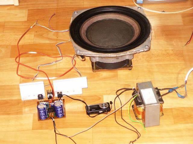 Amplificador 100W Simples Potência Com Transistor Tip142 E Tip147 Placa Montada Com Transformador
