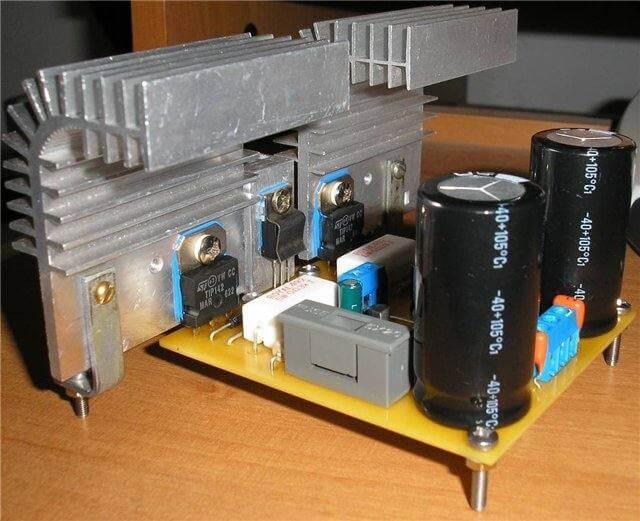 Amplificador 100W Simples Potência Com Transistor Tip142 E Tip147 Placa Montada Com Dissipador De Calor