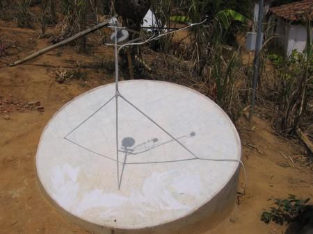 antena parabólica faca voce mesmo 450x337 Construa Antena parabólica caseira Com Tijolos e Cimento parabólica Notícias apontamento de antena