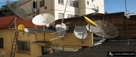 antena banda ku offset 450x190 Como reaproveitar a mini antena parabólica para banda KU de 60CM (antena Offset) das operadoras DTH   Quais satélites apontar? tv digital Tutorial parabólica Notícias dicas como ligar uma antena parabolica Dicas Antenas antena de tv