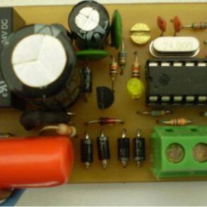Circuito de controle automático para caixa d'água microcontrolado usando pic16F628A
