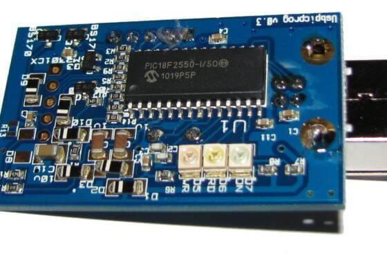 Parte de hardware, esquema e layout da placa de circuito impresso do gravador de pic usb