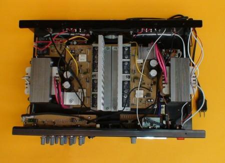 circuito amplificador audio estereo 500 watts 450x325 Circuito de amplificador de áudio estéreo potente de 500 Watts, com equalizador, pré amplificador, Vu meter e leitor de MP3 Pré amplificadores Circuitos Áudio Amplificadores e Áudio Amplificadores amplificador potente Amplificador potência amplificador estéreo amplificador de audio