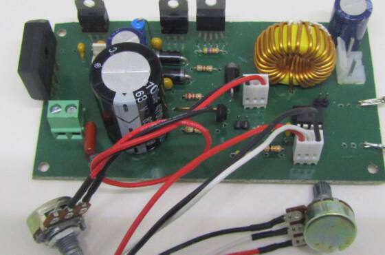 Img 1611 scaled fonte de tensão e corrente  fonte de tensão e corrente 1. 4 - 30v - 2. 9a