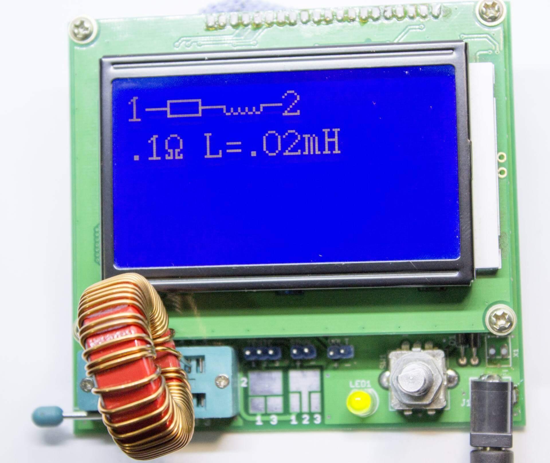 LCR transistor tester medindo bobina núcleo toroidal de 22µH