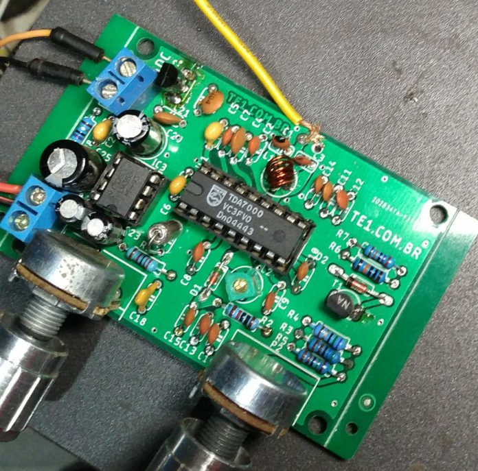 , Circuito de receptor de rádio FM com CI TDA7000 e Lm386