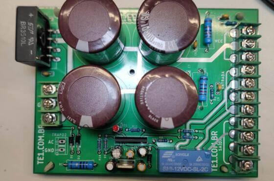 Fonte upc1237 amplificador vista superior